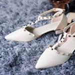 รองเท้าคัทชู ส้นแบน สไตล์วาเลนติโน่ กับดีไซน์ที่เป็นเอกลักษณ์สวยโด่ดเด่นด้วยอะไหล่สีทอง สวมใส่ง่าย มากับส้นรองเท้าสวยเก๋ดีไซน์โมเดิร์น สูงประมาณ 1 นิ้ว สีดำ เทา ครีม ชมพู (H-1667)