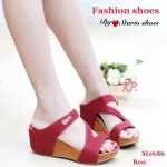 รองเท้าแฟชั่น ส้นเตารีด แบบสวม หนัง pu สายซิกเเซกด้านหน้า สวมใส่ง่าย กระชับเท้าดีมาก พื้นกันลื่นอย่างดีสูง 2 นิ้ว แมทสวยได้ทุกชุด สีดำ ครีม ตาล แดง (m1686)