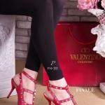 รองเท้าคัทชู VALENTINO Style Collection Rockstud heels หนังอย่างดี สายรัดข้อเท้าแบบเกี่ยว ใส่ง่าย ปรับกระชับได้ แต่งดีเทลหมุดสีทอง งานเป๊ะ ชนช้อป ใส่สวยดูเท้าเรียวเล็ก เก๋ ดูดี สูง 3 นิ้ว