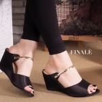รองเท้าแฟชั่น แบบสวม ส้นเตารีด แต่งแถบทองสวยหรู ทรงสวยเก็บหน้าเท้า ใส่สบาย แมทสวยได้ทุกชุด
