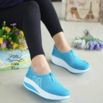 รองเท้าผ้าใบแฟชั่น สวยเก๋ ผ้าตาข่ายอย่างดีระบายอากาศแต่งลาย M ด้านข้าง ใส่สบาย ทรงสวย เสริมส้นประมาณ 1.5 นิ้ว แมทสวยได้ทุกชุด (3308)