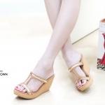 รองเท้าแฟชั่น ส้นเตารีด แบบสวม สวยหรู แต่งเส้นทอง ดีไซน์โชว์เท้า ส้นเตารีด สูง ประมาณ 3 นิ้ว เสริมหน้า ใส่สบาย แมทสวยได้ทุกชุด (L2718)