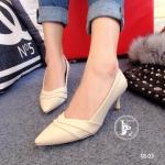 รองเท้าคัทชู ส้นเตี้ย สวยเก๋ หนังนิ่ม ดีไซน์หน้า V เพิ่มดีเทลเย็บหนัง 2 ชั้น ด้านในบุหยี่นิ่มใส่สบายเท้า ส้นสูง 2.5 นิ้ว ทรงสวยมาก ใส่สวยสุดๆ แมทซ์ กับชุดไหนก้อสวยลงตัว สีครีม (18-03)