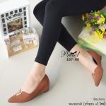 รองเท้าคัทชู ส้นเตารีด สวย หรู ดูดี วัสดุหนังพียู เพิ่มดีเทลให้ลุคหรูด้วยอะไหล่ ตัว V สีทอง ทรงนี้ใส่แล้วเท้าเรียว เก็บหน้าเท้าเป๊ะ เรียบหรู ดูแพง แมทสวยได้ ทุกชุด สูง 1.5 นิ้ว สี Black Cream Brown (107-88)