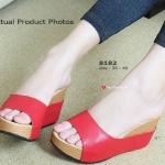 รองเท้าแฟชั่น ส้นเตารีด แบบสวมเรียบเก๋ แต่มีความหรูในตัว พื้นบุนวม เสริมความนุ่ม สูง 3 นิ้ว เสริมหน้า 1 นิ้ว ให้คุณดูดีไม่ว่าจะใส่กับชุดไหน สีดำ ครีม แทน แดง (8182)