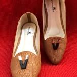 รองเท้าคัทชู ส้นแบน สวยเก๋ หนังลายสานแต่งอะไหล่ด้านหน้า ทรงสวยเพรียว ใส่สบาย แมทสวยได้ทุกชุด