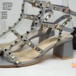 รองเท้าแฟชั่น ส้นสูง สวยเก๋ สไตล์วาเลนติโน แบบสวม รัดข้อ แต่งหมุดทอง ส้นตัดสูง ประมาณ 2.5 นิ้ว เดินง่าย แมทเก๋ได้ทุกชุด (VA155)