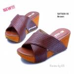 รองเท้าแฟชั่น ส้นเตารีด สไตล์ลำลอง แบบสวม สวยเก๋ งานคาดทรง กากบาทกระชับเท้า ส้นไม้เทียมสูง 2.5 นิ้ว ทรงสวย ใส่สบาย สีดำ ตาล ครีม เทา (SKT500-16)