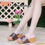 รองเท้าแฟชั่น ส้นเตารีด แบบสวม แต่งลายตารางสไตล์อิซเซ่สวยเก๋ ส้นสีไม้ ใส่สบาย แมทเก๋ได้ทุกชุด (M1755)