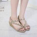 รองเท้าแฟชั่น ส้นเตารีด แบบสวม รัดส้น แต่งอะไหล่ดอกไม้คริสตัลสวยหรู หนังนิ่ม รัดส้นยางยืดนิ่ม ทรงสวย สูงประมาณ 2 นิ้ว ใส่สบาย แมทสวยได้ทุกชุด (B068-5)