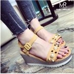 รองเท้าแฟชั่น ส้นเตารีด รัดส้น แต่งหมุดและมุก สวยเก๋ น่ารักมาแบบจัดเต็ม สายนุ่มนิ่มมาก น้ำหนักเบา เบาสบาย จริงๆ สูง 3.5 นิ้ว สีดำ เหลือง (MR5161)