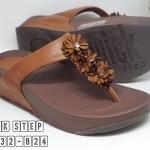 รองเท้าแตะแฟชั่น เพื่อสุขภาพ แบบหนีบ แต่งดอกไม้ติดเพชรสวยหรูน่ารัก พื้นซอฟคอม ฟอตนิ่มสไตล์ฟิตฟลอบ ใส่สบาย แมทสวยได้ทุกชุด (NE6532-824)