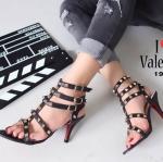 รองเท้าส้นสูง รัดข้อ สไตล์ valentino สวยปราดเปรียว สายรัดข้อหนังนิ่มตอกหมุด สูง 3 นิ้ว แมทกับชุดไหนก็ลงตัว ใส่ได้ตลอด ไม่เก๋ได้ทุกชุด สีดำ