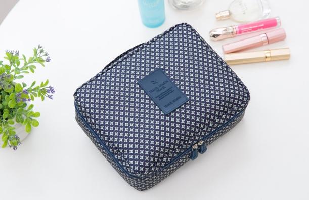 กระเป๋าเครื่องสำอาง/อุปกรณ์อาบน้ำ Travel storage สีน้ำเงินลาย
