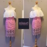 ชุดราตรีสั้นสีชมพู เสื้อเกาะอกระบาย กระโปรงทรงสอบเอวสูง เรียบหรู ดูดี ตามแบบฉบับเซเลบิตี้