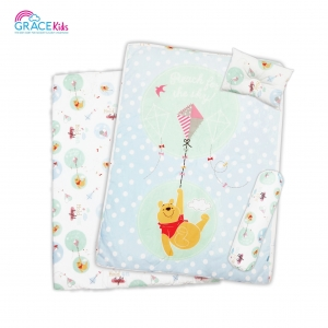 ปิคนิคไซด์L Pooh Lets Fly a kite (30*40)