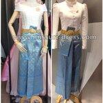 ชุดไทย ชุดไปงานแต่งงาน ชุดไทยเพื่อนเจ้าสาว ชุดไทยจิตรลดา เสื้อผ้าไหมดัชเชต คู่กับผ้าถุงลายไทยยกดอก